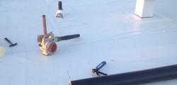 Installation membrane TPO toit plat